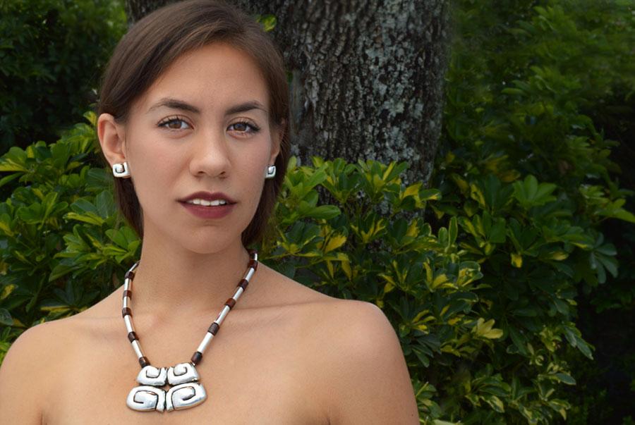 collar-prehispánico-maya-obsidiana-roja-galerías
