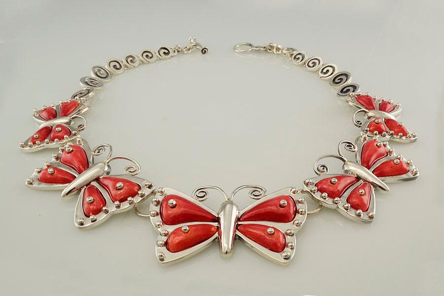 collar-pieza-única-mariposas-esmalte-galería